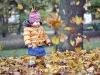 Ania wśród spadających liści