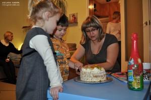 wspólne krojenie tortu